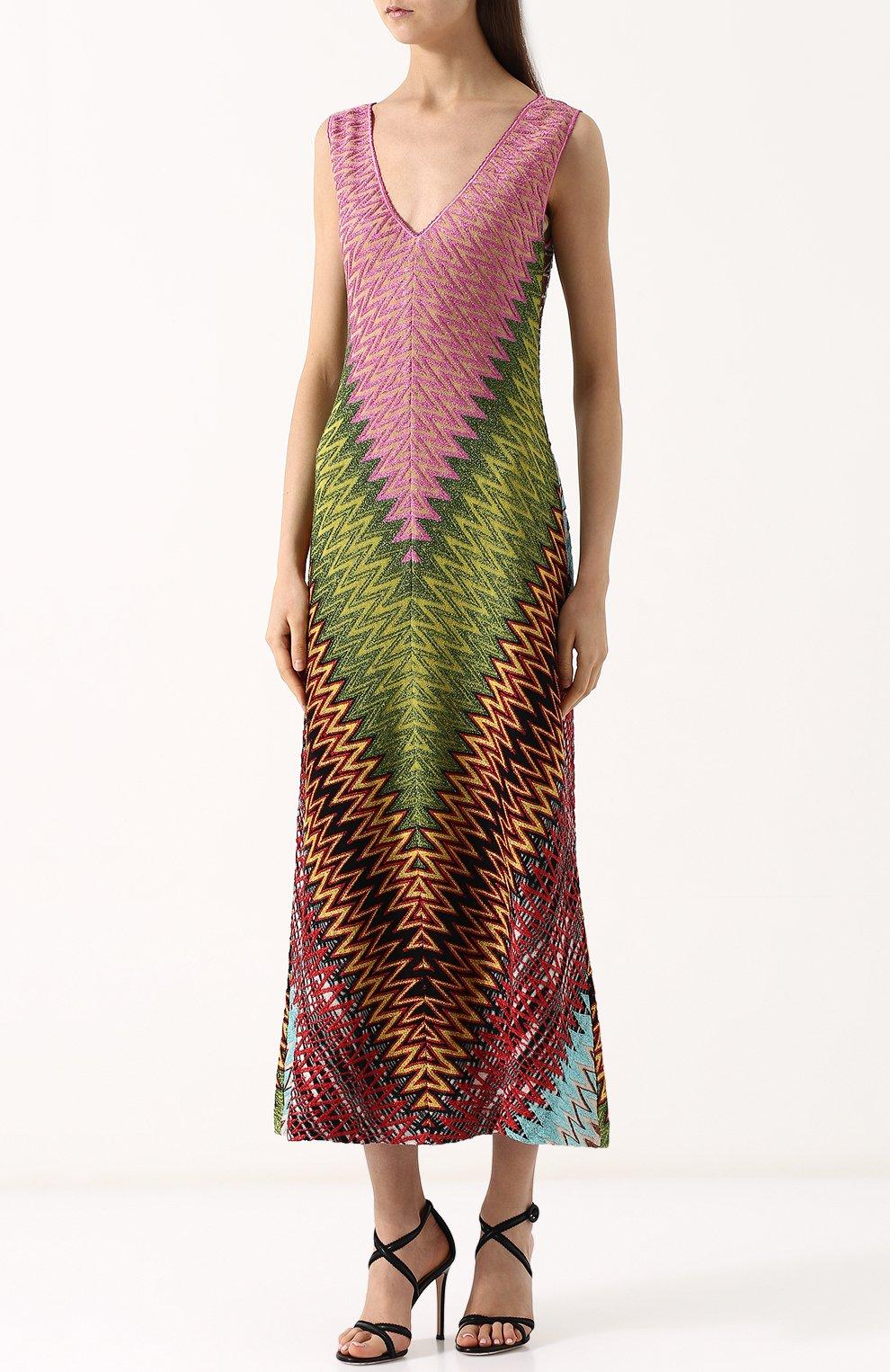 Приталенное вязаное платье-миди с V-образным вырезом | Фото №3