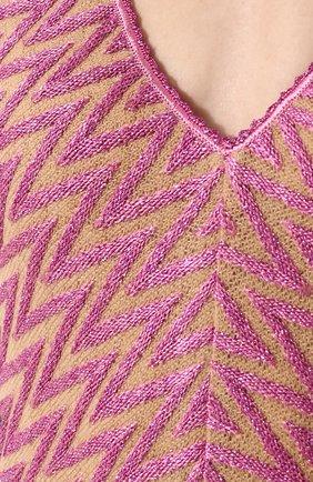 Приталенное вязаное платье-миди с V-образным вырезом | Фото №5