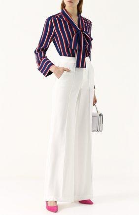 Женская шелковая блуза в контрастную полоску с воротником аскот Alice + Olivia, цвет синий, арт. CC712P14002 в ЦУМ   Фото №1