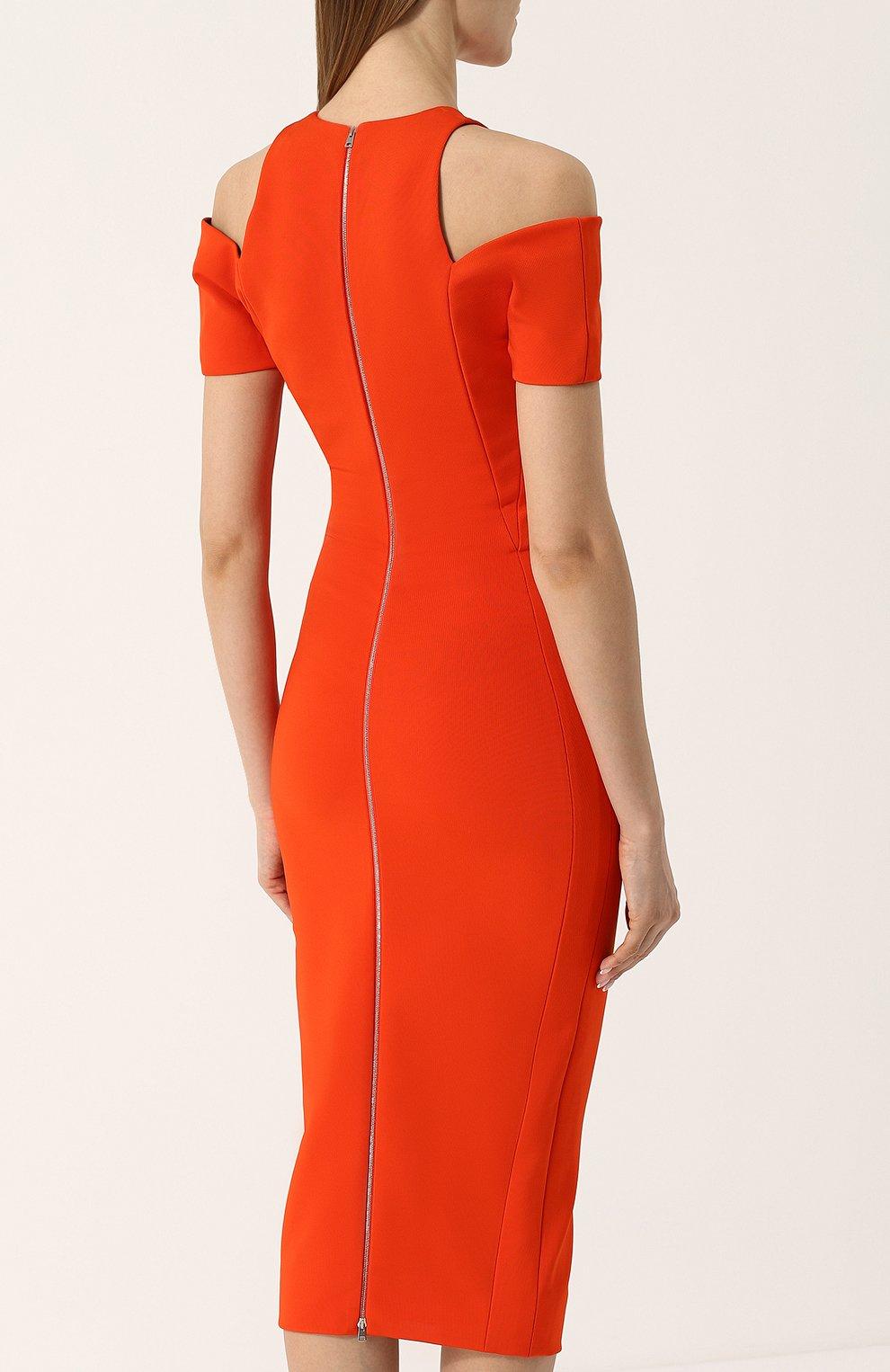 cb71b76784bf4bd Однотонное платье-футляр с открытыми плечами Victoria Beckham коралловое |  Фото №4