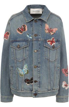 Джинсовая куртка с потертостями и отделкой в виде бабочек | Фото №1