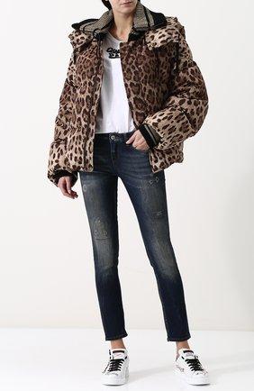 Женский стеганый пуховик свободного кроя с леопардовым принтом и капюшоном DOLCE & GABBANA коричневого цвета, арт. 0102/F9A87T/FSM7M | Фото 2