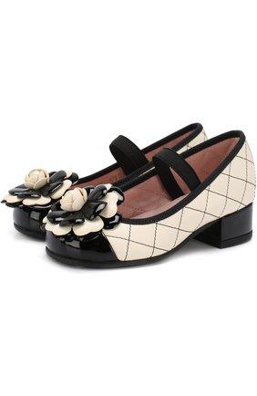 Детские кожаные туфли с цветочной аппликацией и прострочкой Pretty Ballerinas черного цвета   Фото №1