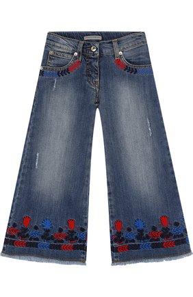 Расклешенные джинсы с вышивкой и декоративными потертостями | Фото №1