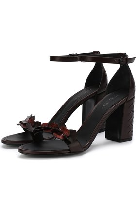 Кожаные босоножки с аппликациями на устойчивом каблуке | Фото №1