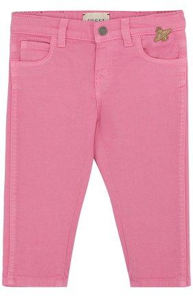 Детские зауженные джинсы GUCCI фуксия цвета, арт. 499967/XR976 | Фото 1