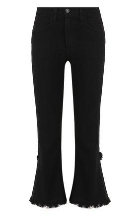 Укороченные расклешенные джинсы с потертостями