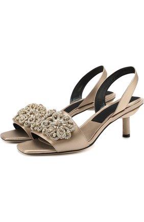 Атласные босоножки с аппликацией на каблуке kitten heel | Фото №1
