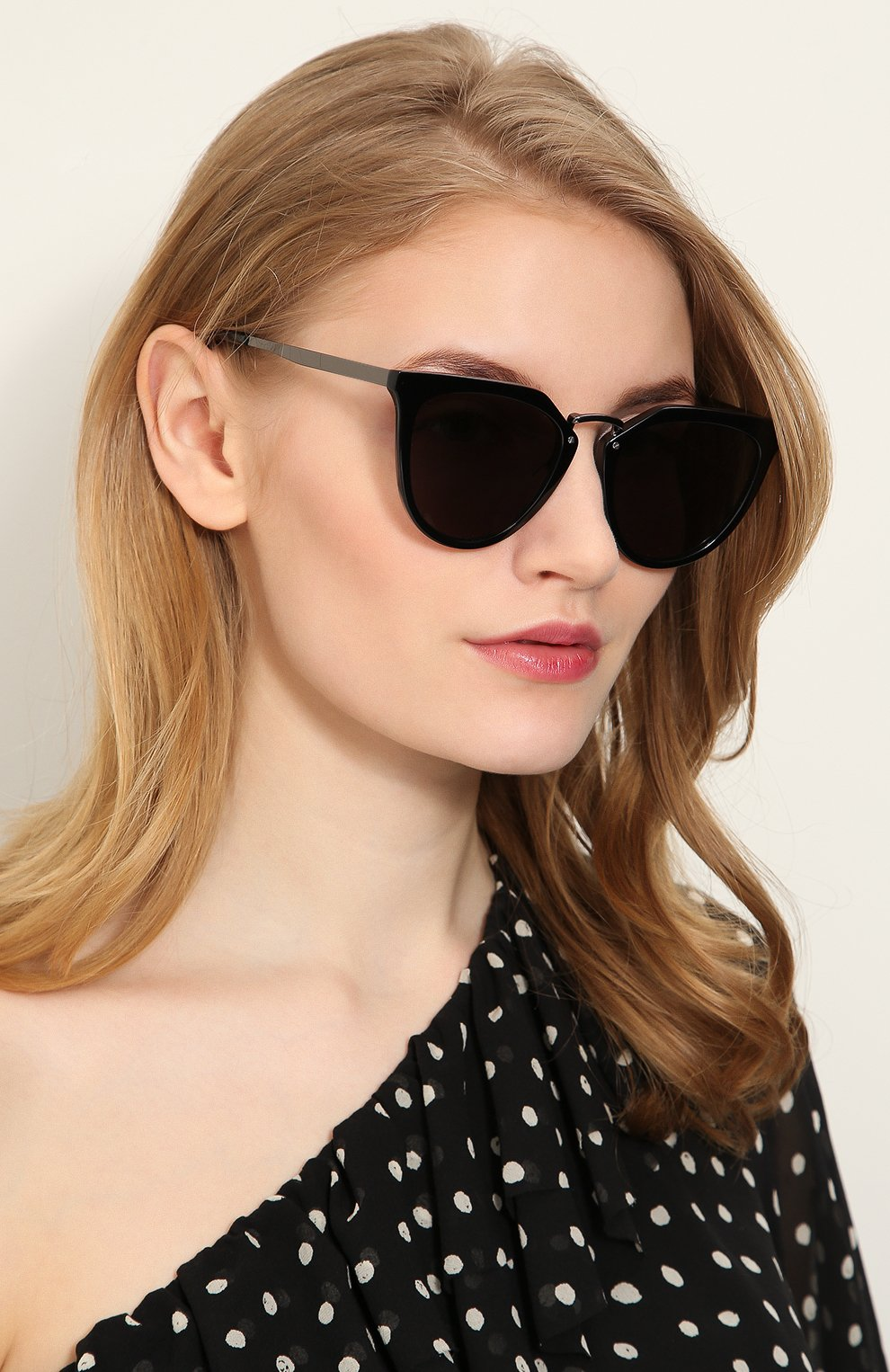 Женские солнцезащитные очки ALEXANDER MCQUEEN черного цвета, арт. MQ0086 001 | Фото 2