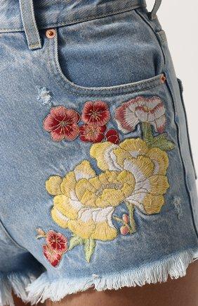 Женские джинсовые мини-шорты с контрастной вышивкой GUCCI голубого цвета, арт. 502779/XR959   Фото 5