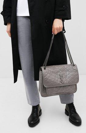 Женская сумка niki large SAINT LAURENT серого цвета, арт. 498883/0EN04 | Фото 2 (Материал: Натуральная кожа; Размер: large; Ремень/цепочка: С цепочкой, На ремешке; Сумки-технические: Сумки через плечо)