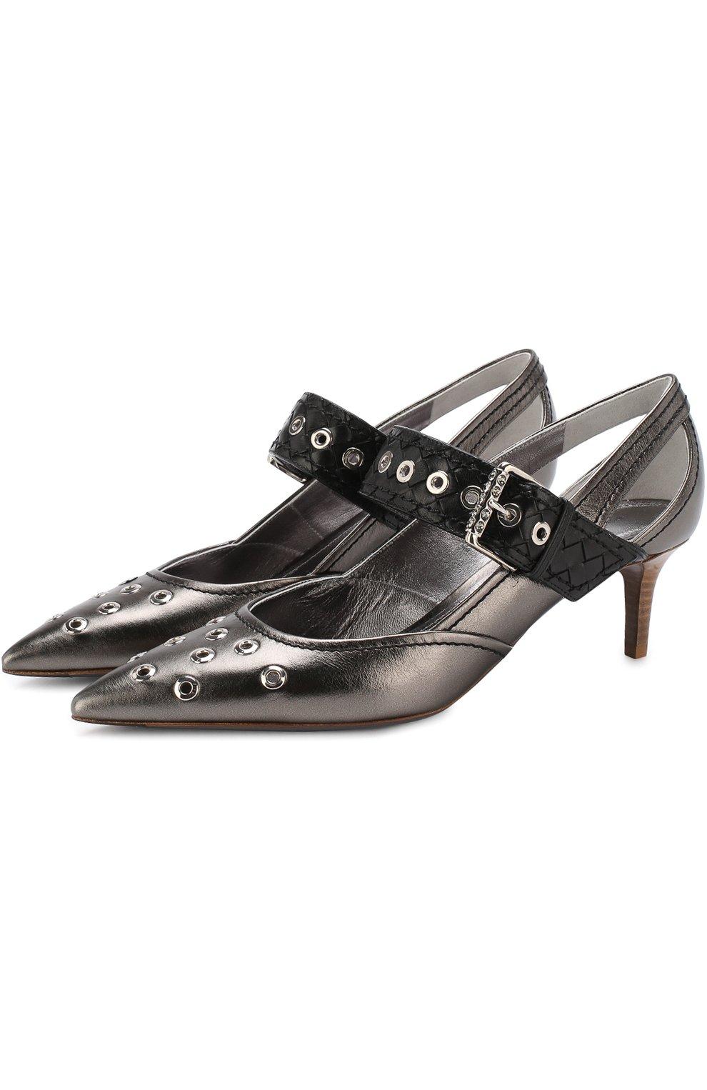 Женские туфли из металлизированной кожи на каблуке kitten heel BOTTEGA VENETA серебряного цвета, арт. 512136/VAVG6 | Фото 1