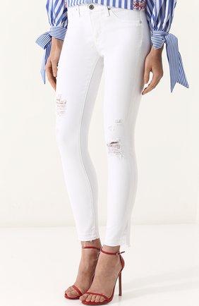 Однотонные джинсы-скинни с потертостями | Фото №3