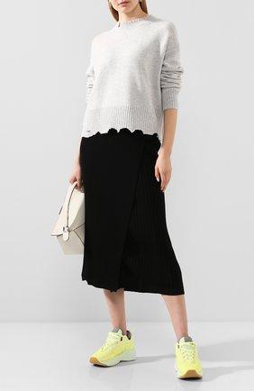 Женская пуловер из смеси шерсти и кашемира HELMUT LANG светло-серого цвета, арт. I01HW511 | Фото 2
