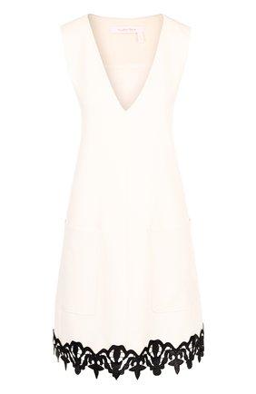 Мини-платье с V-образным вырезом и контрастной отделкой | Фото №1