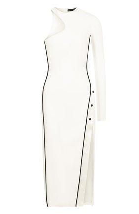 Приталенное платье-миди асимметричного кроя   Фото №1