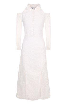 Приталенное кружевное платье с разрезами на плечах | Фото №1