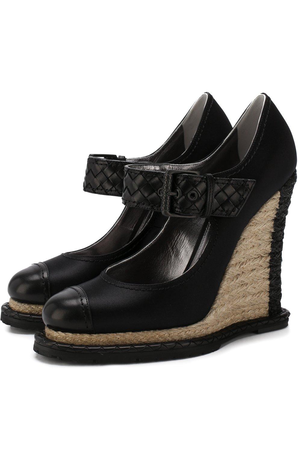 Женские текстильные туфли на танкетке BOTTEGA VENETA черного цвета, арт. 512139/VBFVU | Фото 1