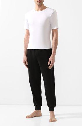 Мужская хлопковая футболка с круглым вырезом HANRO белого цвета, арт. 073174 | Фото 2 (Длина (для топов): Стандартные; Рукава: Короткие; Материал внешний: Хлопок; Мужское Кросс-КТ: Футболка-белье; Статус проверки: Проверена категория; Кросс-КТ: домашняя одежда)