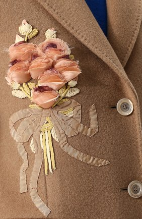 Женское однотонное шерстяное пальто с  декоративной отделкой GUCCI бежевого цвета, арт. 495135/ZKK51 | Фото 5