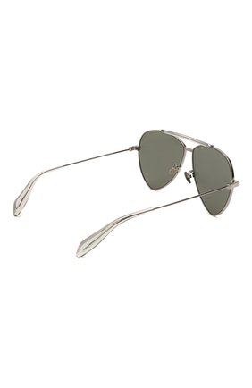 Женские солнцезащитные очки ALEXANDER MCQUEEN серебряного цвета, арт. AM0058 002 | Фото 4