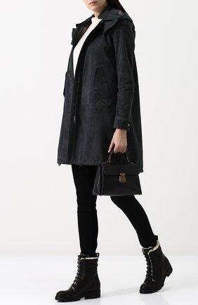 Однотонная замшевая куртка с воротником-стойкой и капюшоном | Фото №2