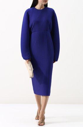 Однотонное плиссированное платье-миди с объемными рукавами Solace синее | Фото №1