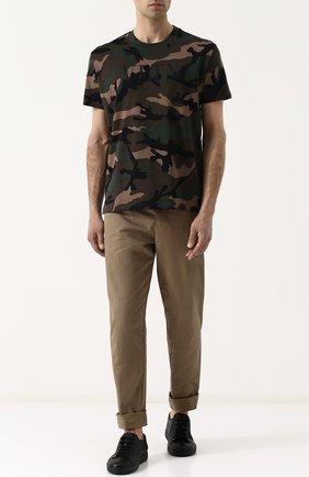 Мужская хлопковая футболка с камуфляжным принтом VALENTINO хаки цвета, арт. QV3MG12V3M0   Фото 2