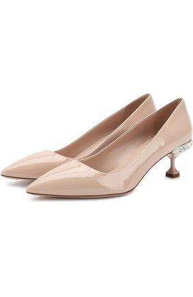 Лаковые туфли на декорированном каблуке kitten heel Miu Miu бежевые | Фото №1