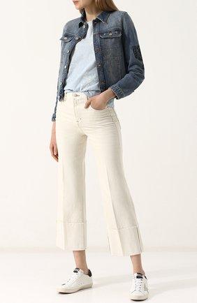 Однотонные укороченные джинсы | Фото №2