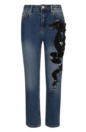 Укороченные джинсы с потертостями и декорированной отделкой | Фото №1