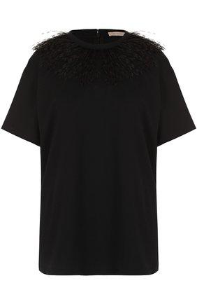 Однотонная хлопковая футболка с перьевой отделкой | Фото №1