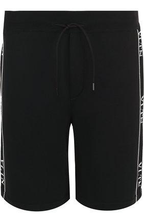 Мужские шорты из вискозы с эластичным поясом VALENTINO черного цвета, арт. QV3KF01C55F | Фото 1