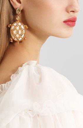 Женские серьги-клипсы с фигурными подвесками и отделкой кристаллами OSCAR DE LA RENTA золотого цвета, арт. P18J129CGS | Фото 2