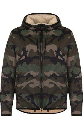 Куртка на молнии с камуфляжным принтом и меховой подстежкой | Фото №1