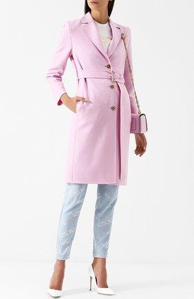 Однотонное шерстяное пальто с поясом Versace розового цвета | Фото №1