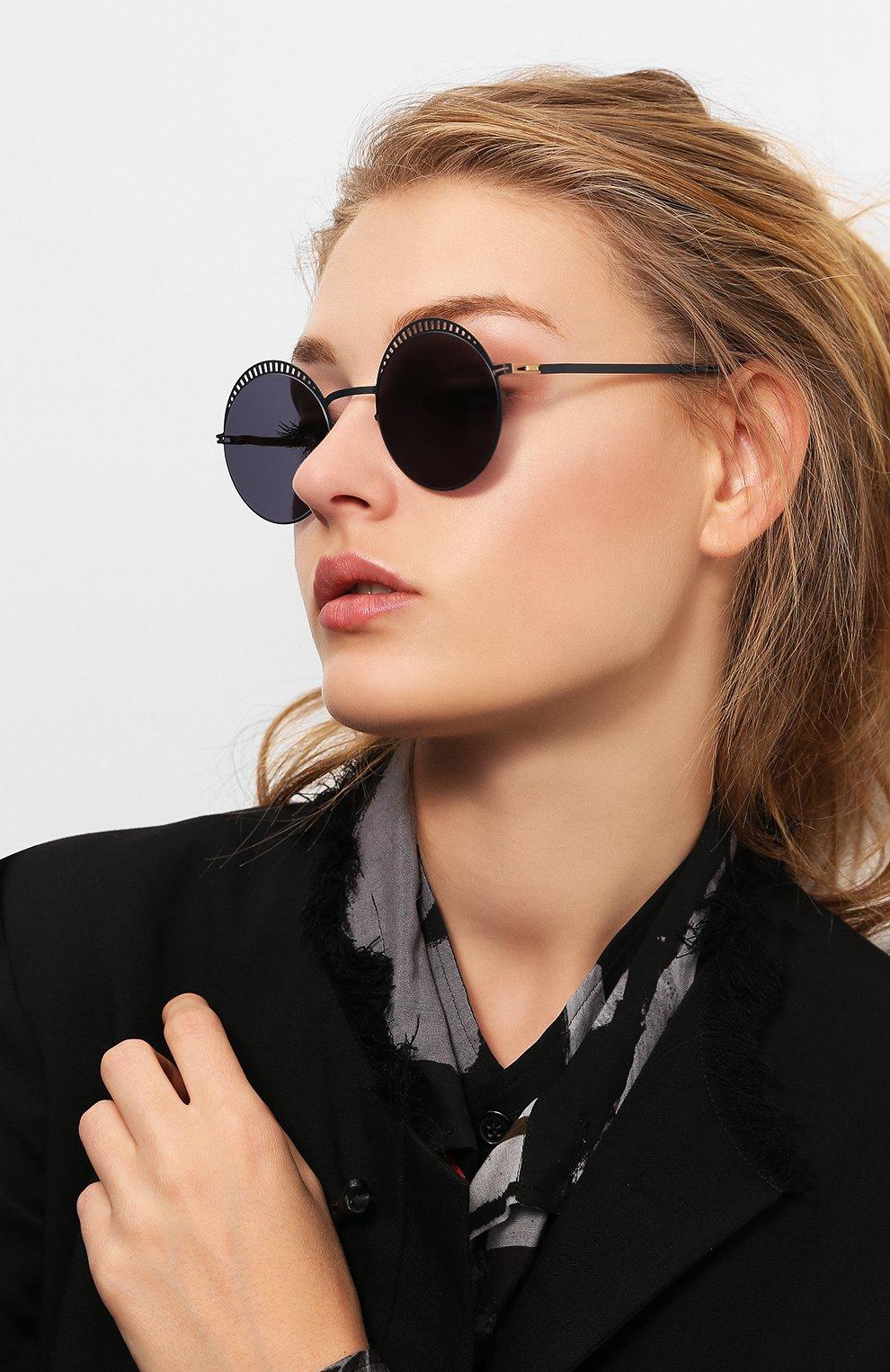 Женские солнцезащитные очки MYKITA черного цвета, арт. STUDI0 1.4/INDIG0/G0LD/BRILLIANTBLUE | Фото 2