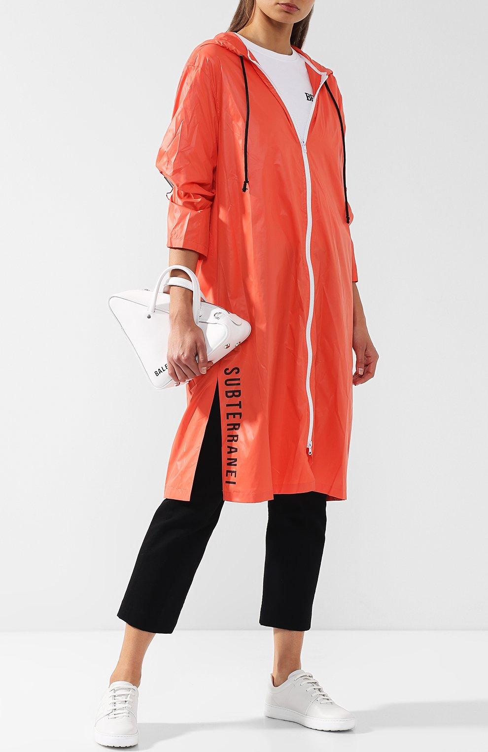 Пальто с капюшоном и полупрозрачной вставкой на спине Subterranei красного цвета | Фото №2
