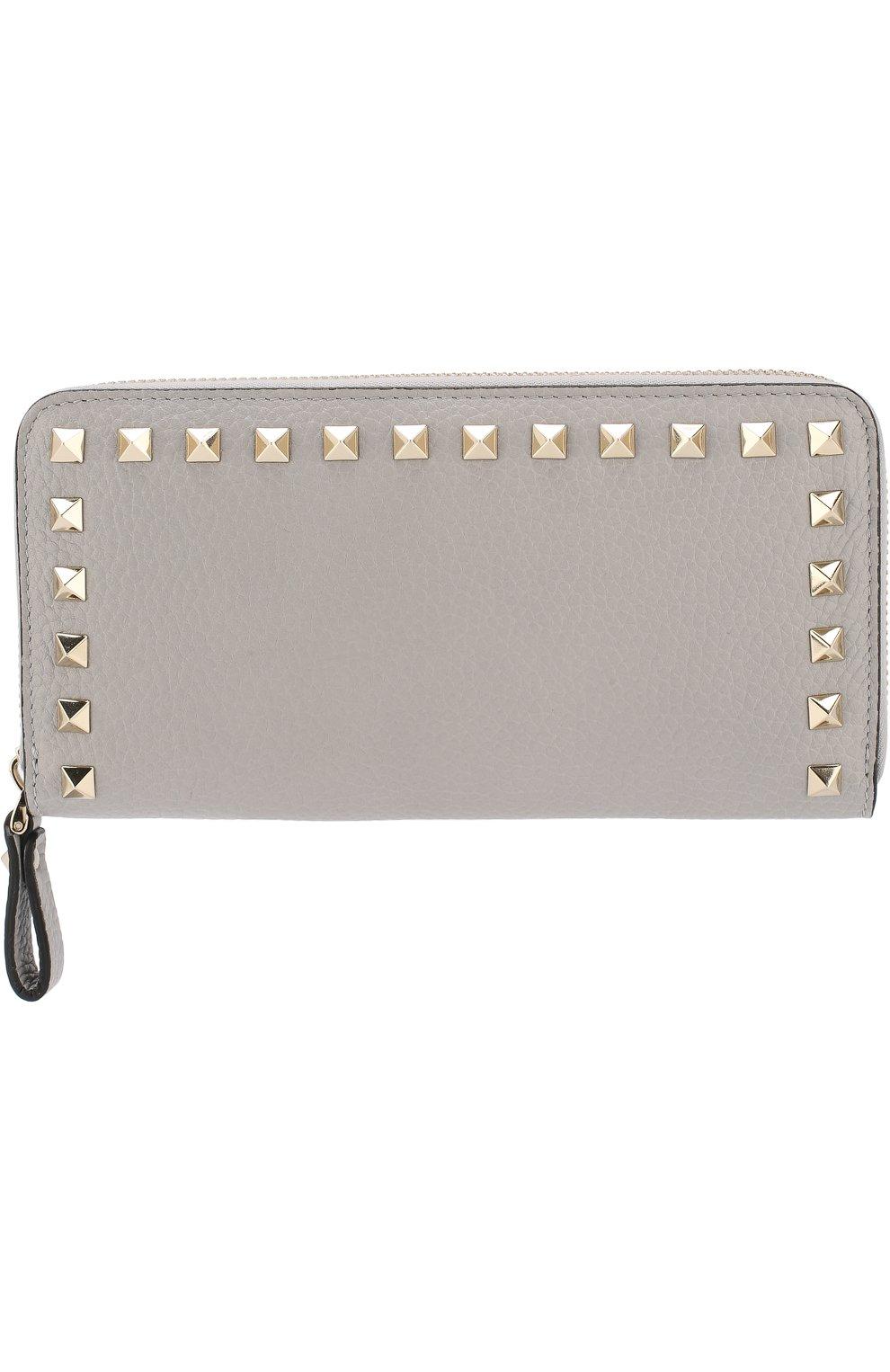 Кожаный кошелек на молнии Valentino Garavani Rockstud Valentino светло-серого цвета | Фото №1
