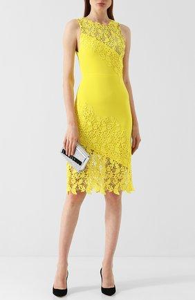 Однотонное приталенное платье с кружевной отделкой Alice + Olivia желтое   Фото №1