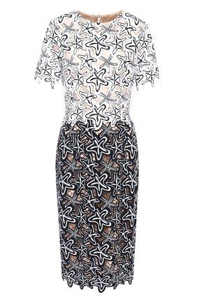 Приталенное платье с круглым вырезом и декоративной отделкой   Фото №1