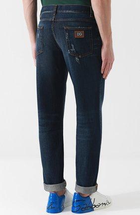 Мужские джинсы прямого кроя с потертостями DOLCE & GABBANA темно-синего цвета, арт. GY40CD/G8AB3 | Фото 4