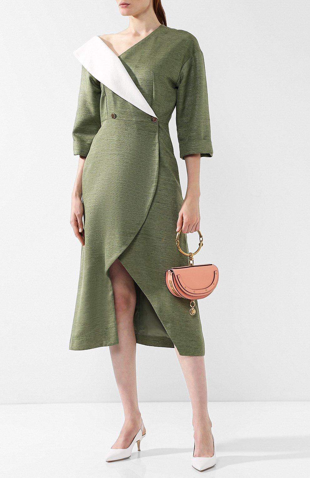 Приталенное платье-миди с открытым плечом   Фото №2