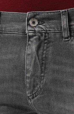 Джинсы прямого кроя с потертостями Dolce & Gabbana светло-серые | Фото №5