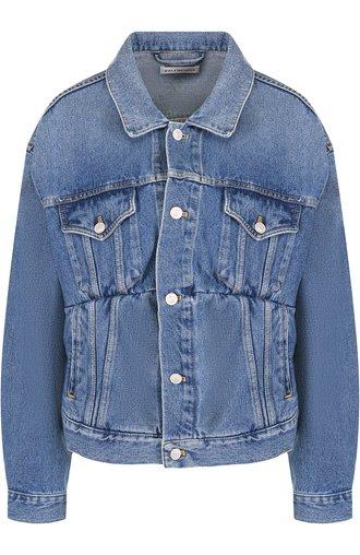 Джинсовая куртка с потертостями и накладными карманами