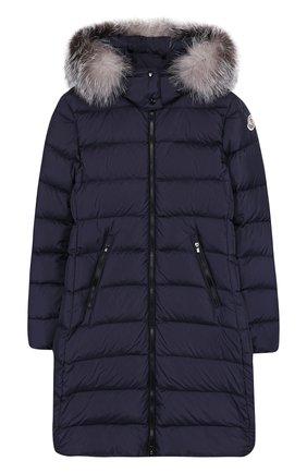 Пуховое пальто на молнии с капюшоном и меховой отделкой | Фото №1