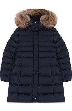 Пуховое пальто с меховой отделкой на капюшоне | Фото №1