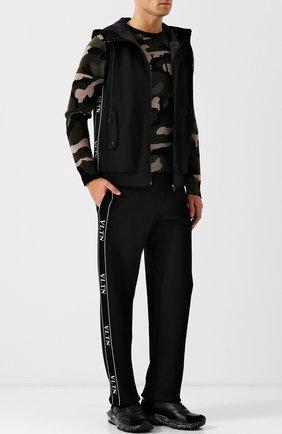 Мужской жилет на молнии с капюшоном из вискозы VALENTINO черного цвета, арт. QV3KE03W55C | Фото 2