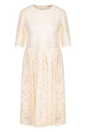 Приталенное кружевной платье-миди с укороченным рукавом | Фото №1