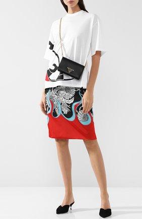 Женская сумка из кожи на цепочке PRADA черного цвета, арт. 1BP006-NZV-F0002-1 | Фото 2